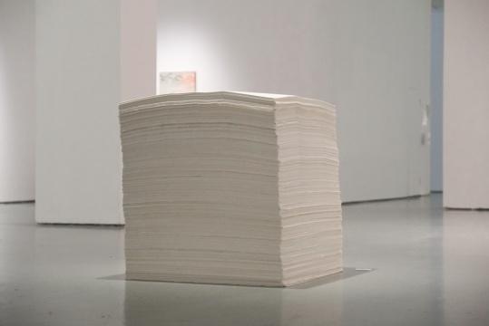 朱金石《一立方体宣纸》100×100×100cm 宣纸 1988
