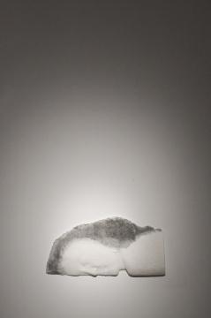 王伟伟 《眠》52×27×5cm 纸浆、水墨 2019