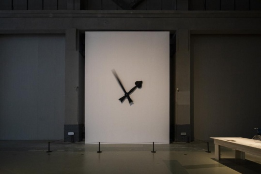 徐震 《当、当、当、当》 600×500×120cm装置 2004年(2020年重新制作)