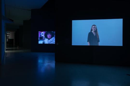杨振中《我会死的》尺寸可变 多路视频2000 (持续至今)  红砖美术馆展览现场 图片由红砖美术馆提供