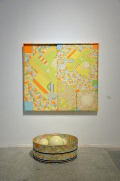 《三维图画·头脑运动》 145.6x162.5cm 丙烯颜料、一个木头浴盆、6个塑料球 1987