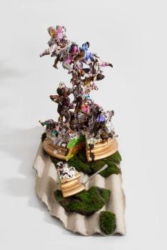 郑维 《天使蛋糕》 80x40x55cm 3D树脂打印,丙烯,现成物,2020