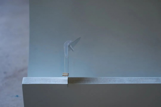 钟笛鸣 《凹 II》 11×12×5cm 泡沫、⽯膏、树脂、油彩 2020