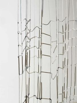 范尼·吉奎尔(Fanny Gicquel ) The tissue of my nerves 1.6×2.7 m 金属、细绳、油墨 2020