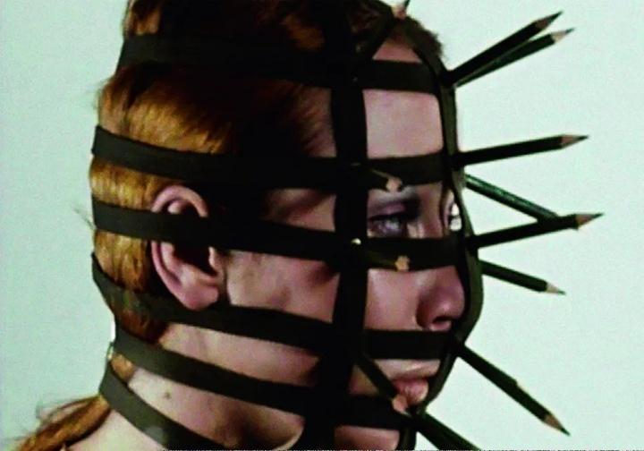 瑞贝卡霍恩 《Performance 1》 18分53秒16mm胶片、彩色1972