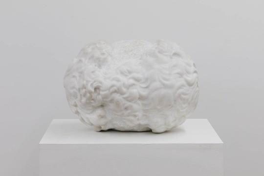 《来自两个大卫头部的完美对接》 48×40×33cm 大理石 2017
