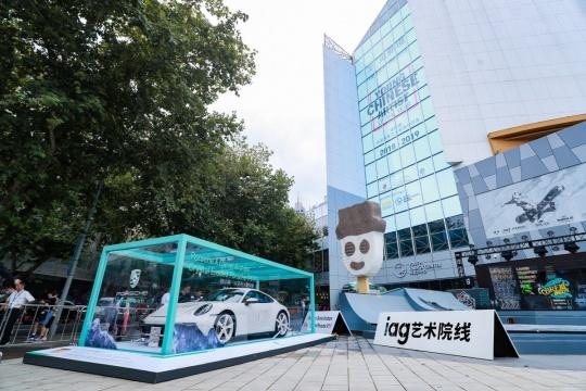 特别单元:美国艺术家丹尼尔·阿尔轩打造的结晶腐蚀版911艺术车亮相展览现场