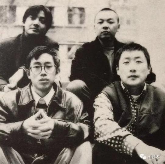 """1995年,冷林(左上)策划""""世说新语""""展,张弓(右下)、刘野(右上)、洪浩(左下)参展摄影:王昱"""
