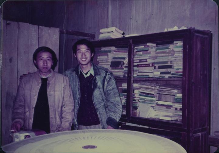 1988年刘港顺(右)在厦门黄永砅工作室