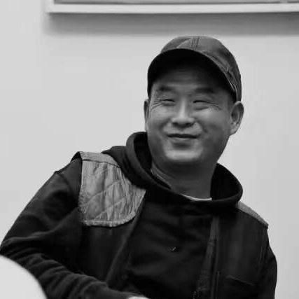 刘港顺 1963年出生于湖北黄石,2002年起定居北京宋庄