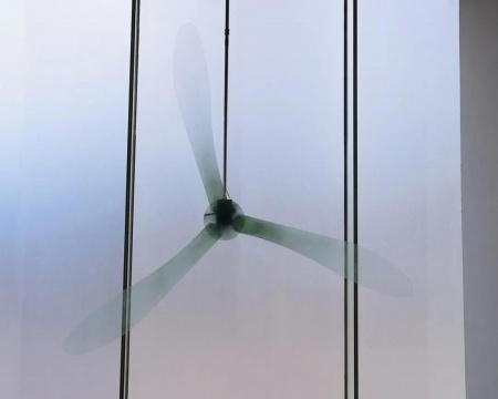 张颖《心轮 》直径2800cm 有机玻璃 电机 铁管2019