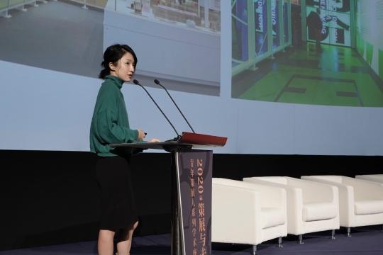 策展人、设计互联副馆长赵蓉发表演讲