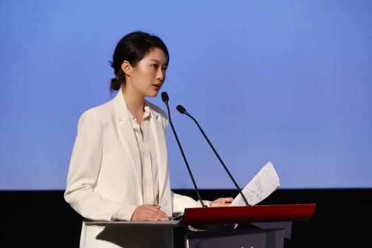 策展人、木木美术馆联合创始人雷宛萤发表演讲