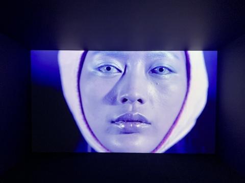 陈轴 《蓝洞》 单屏影像 2017