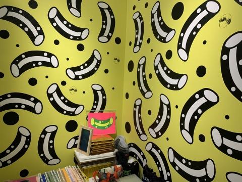 徐毛毛的100根管子计划,艺术家亲自印刷上墙了100根管子