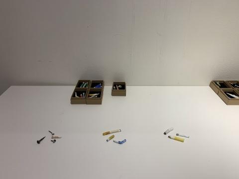 """肖江的""""精品废物""""展览,生活中给的小垃圾变身粘土艺术作品,属实精致"""