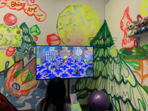 """Shiny Art和油罐艺术中心联合呈现的7位艺术家的群展项目""""动森艺术祭"""",艺术家们即动森游戏中建造了一个虚拟美术馆也在现场呈现作品"""