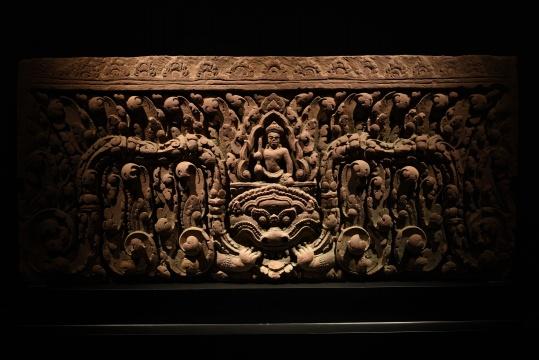 《高浮雕寺庙佛殿门楣》,红砂岩石,来自时简居