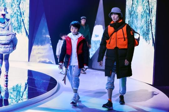 左红黑:YB J DOWN JKT 运动羽绒服GP7229 右橙黑:MYSHELTER C.R. 户外运动羽绒服FR9527