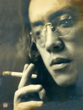 秦泰来 《抽烟的男子》 30.5×27.2cm 银盐纸基 印章 1930s RMB:5,000-8,000
