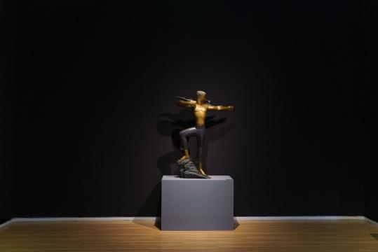 《天之角》 130×23×94cm铸铜化学着色 2019