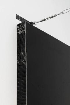 《黑色立方体与钢索》90x90x12cm(尺寸可变) 钢索、纸蜂窝、丙烯2019