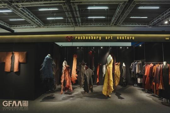 """特别项目《霓裳之间》引领观展者在""""自然律动""""中感受织物的独特之美"""