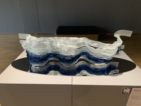 吴德灏 《庚子蓝系列NO.3》 120×40×30cm 玻璃