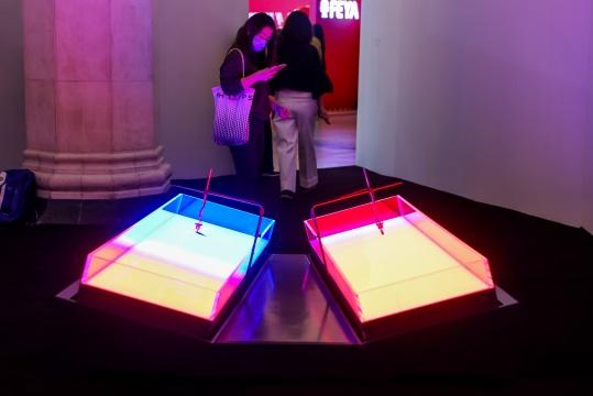 来自武汉艺术家郑达来的跨媒介装置《数据池》