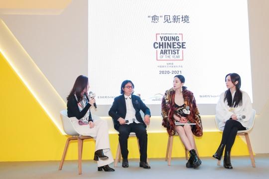 嘉宾对话(从左至由:唐凤靓女士,著名艺术家丁乙先生,李梦小姐,应青蓝女士)