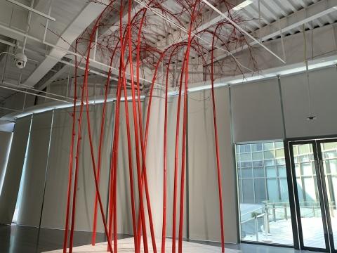 """这座嘉陵江边的美术馆太凡尔赛了,""""六个盒子""""展览在此规划空间新概念"""