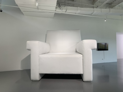 范勃 《同温层》尺寸可变 3D打印高密度泡沫 现场二次创作 2020悦来美术馆展览现场 2020