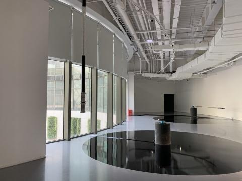 郑达《捕食器的函数》 80×50×85cm、160×50×65cm 机械装置、数据控制系统、互动系统、布带 2018悦来美术馆展览现场 2020