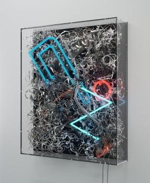 《无题(88935)》96×81×17 cm混合媒介、霓虹灯管、电线、亚克力玻璃2020