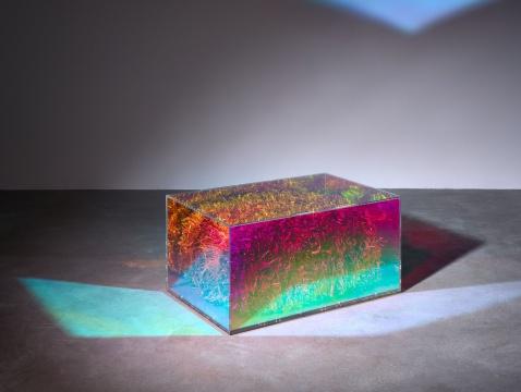 《干草垛》60×95×47cm现成品、铬漆、亚克力玻璃2013