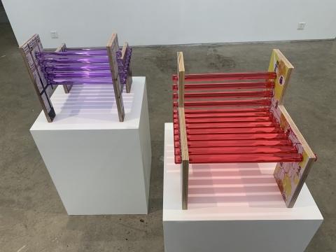 金宁宁 《我泡泡系列小凳子》37×40×40cm 木板UV喷绘,有机玻璃棒 UV Ed.3+1ap 2020