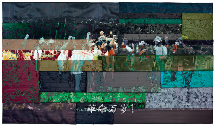 正对面是李松松2009年的铝板油画《革命万岁》,这件作品重达几百公斤,花了两三天才吊上来。刘兰说第一次体会到做展览的不容易