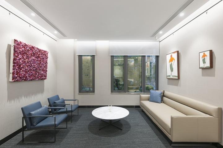 在收藏了25年后,她在自己的办公楼里打造了一处私人收藏空间The Room