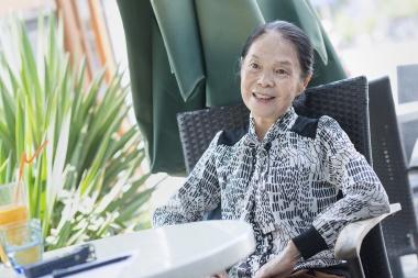 """70岁的阿姨不刷剧不跳广场舞,却成了美术馆""""网红""""解说员"""