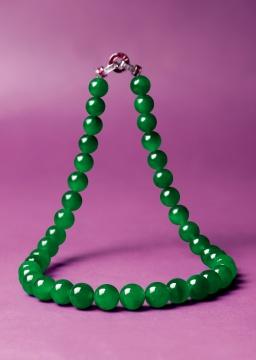精美罕有 天然玻璃种「帝王绿」翡翠配红宝石及钻石珠链