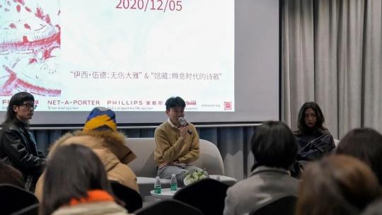 左一X美术馆公共项目主管Cyril饶魁桢,(中)X美术馆馆长黄勖夫回答记者提问