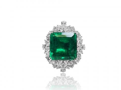 重要的45.18克拉天然哥伦比亚祖母绿 配钻石吊坠/胸针 售价:HK$ 2,800,000