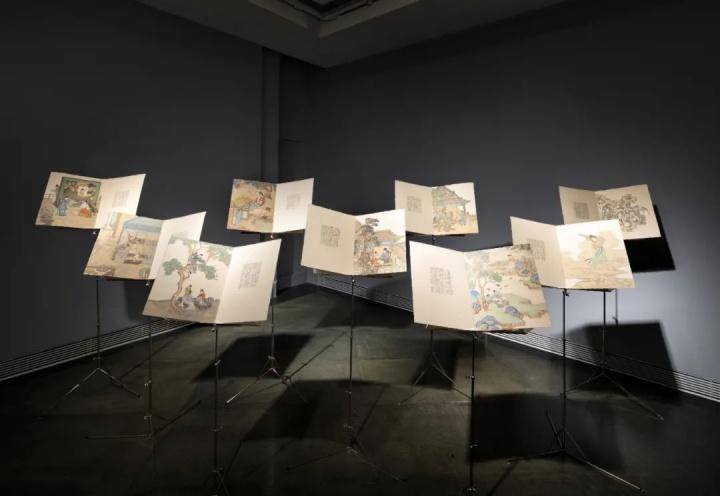 彭薇 《梦中人》 38×60cm×9 九册一组水墨、麻纸、不锈钢乐谱架2020