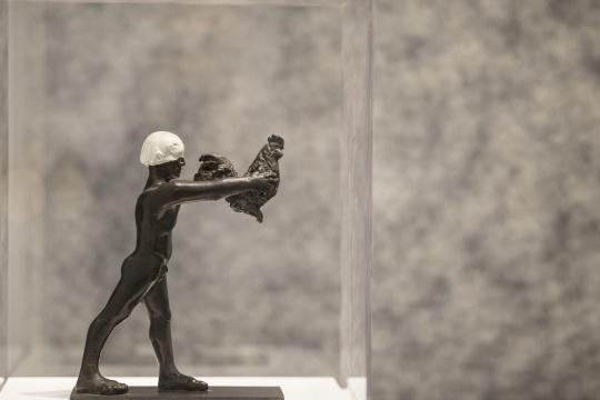 马歇尔·雷斯(法国)《亲爱的自由》 铜雕 26×20×10cm1989