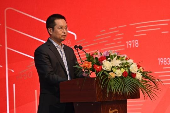 中国对外文化集团总经理、党委副书记李保宗宣布中展公司艺委会成立