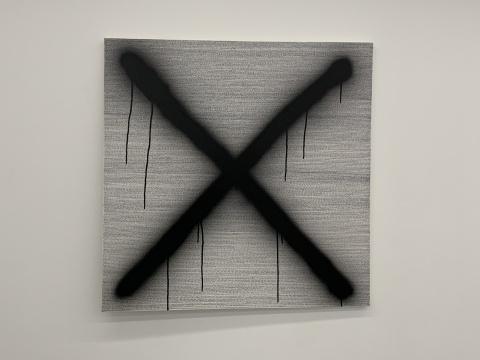 Ash Zing在拟像空间的个展,据说想卖一些从佛像身上打磨下来的粉末