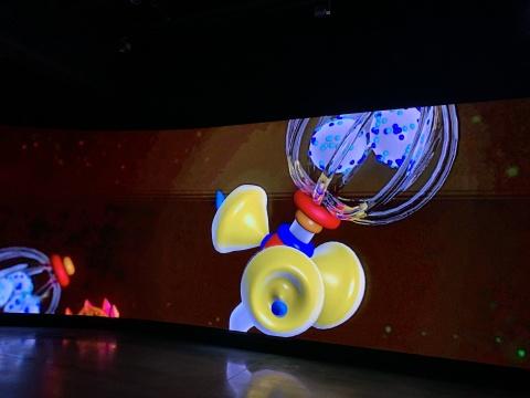 塔伯尔·罗巴克《蝴蝶屋:特别版》45 min 数字录像 2014/2021