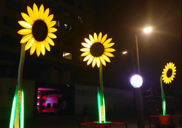 泰国艺术家Dutchanee Ongarjsiri作品《向日葵》