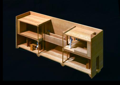 住吉的长屋 Row House in Sumiyoshi- Azuma Hous,图片来源:安藤忠雄建筑研究所  1969年,安藤忠雄接到的第一份正式的建筑请求就是建一栋14平米的小屋——住吉的长屋。这是安藤建筑生涯上十分重要的一个作品,安藤也坦言自己之后的所有理念都是从此生发,建筑灵感来源于贯穿其童年居住的长屋。这栋建筑让安藤获得日本建筑大奖。