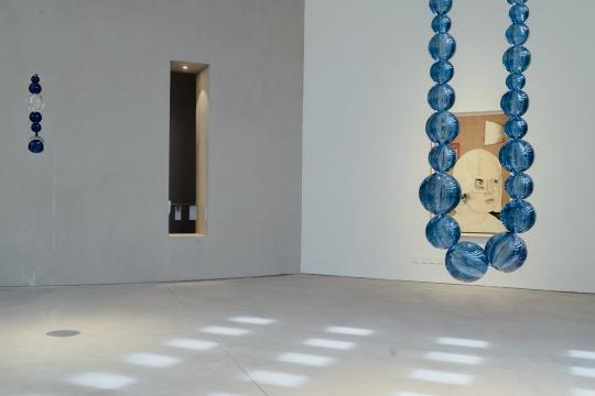 尚-米歇尔·欧托尼耶 《海蓝色穆拉诺玻璃》200×50×18cm 2017